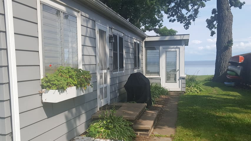 Lake Winnebago Waterfront Cottage