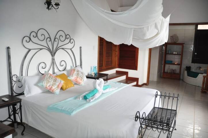 Aquamarine Room @ Oceanview Bed & Breakfast