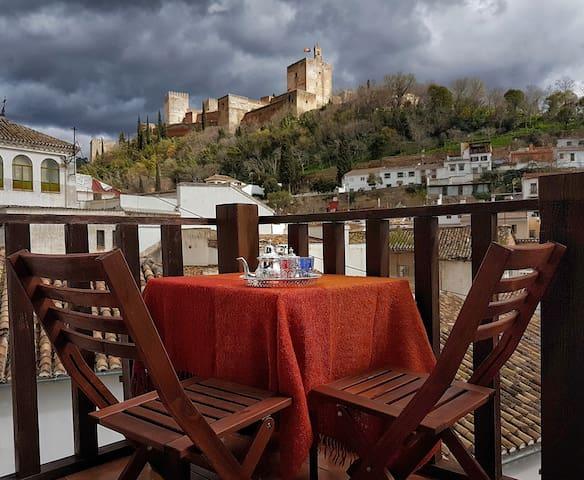 Dar al Noor Loft with fantastic Alhambra views!