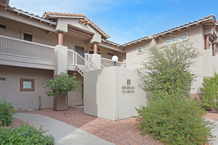 Charming 2 Bedrm 2 bath 2nd floor in Oro Valley with Mountain and Golf Views!