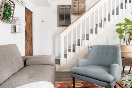 Unique  modern Barn Apartment w/ Hot Tub & Fire Pit