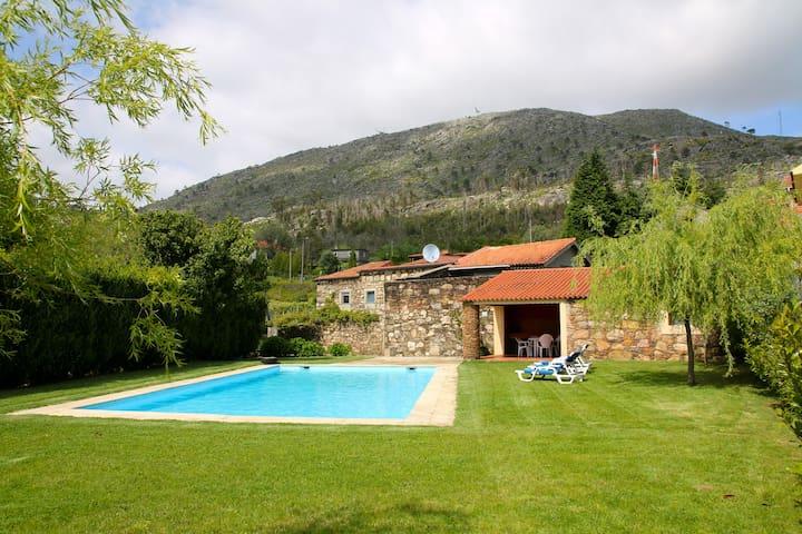Casa de Dem com piscina e jardins - Dem - บ้าน