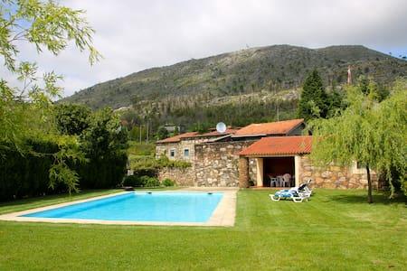 Casa de Dem com piscina e jardins - Dem - Ház