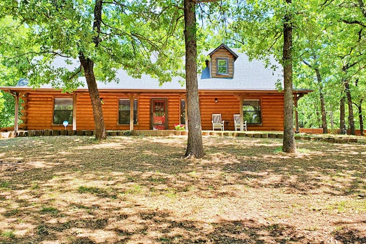Quail Hollow - Luxury Log Cabin