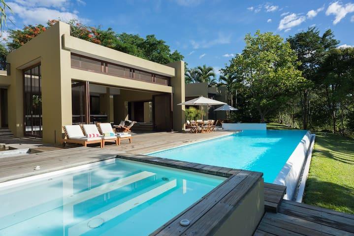 Espectacular casa minimalista en Mesa de Yeguas