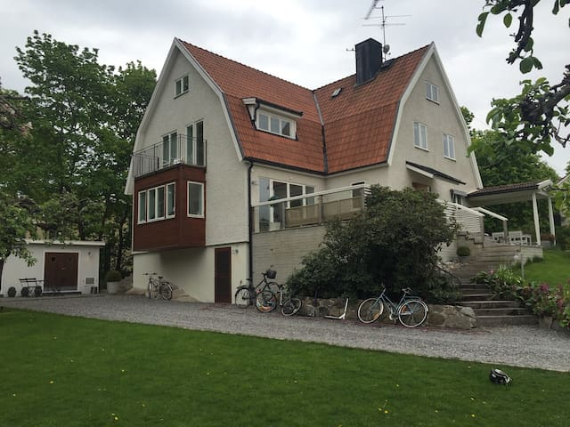 Spacious family villa close to Stockholm city