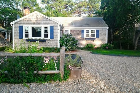 Beach house with kayaks & bikes! - 雅茅斯(Yarmouth)
