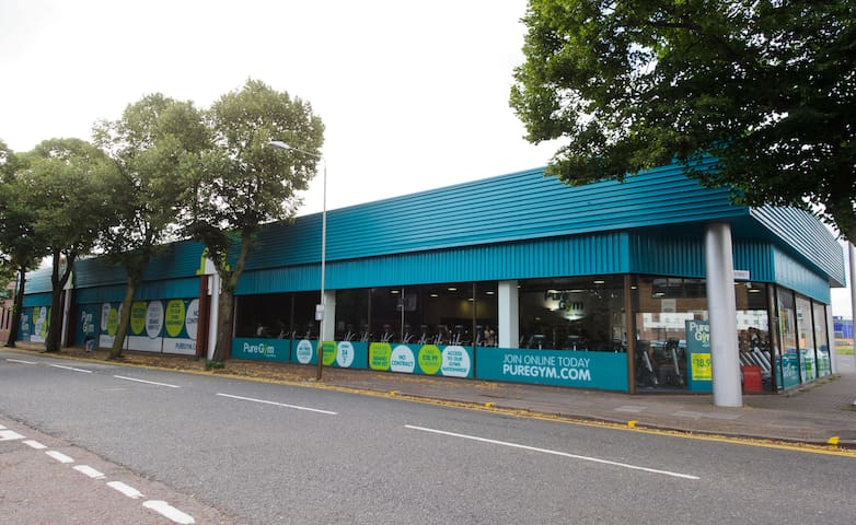 Pure gym end of the street ( 40 seconds)