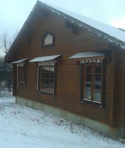Casa de madera finlandesa en plena naturaleza - Castillejo de Mesleón