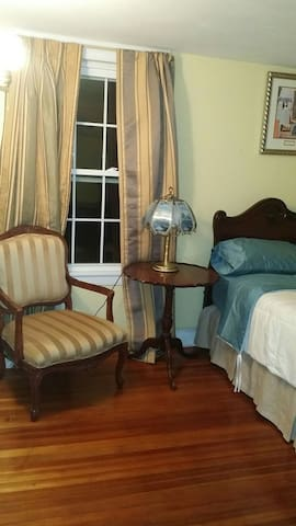 Room in large house near Uconn.Health & Major Mall - Farmington - Hus