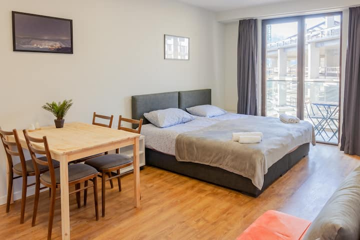 Apartment - 4 PPL, walk to lift, last FLR, Wifi/4G