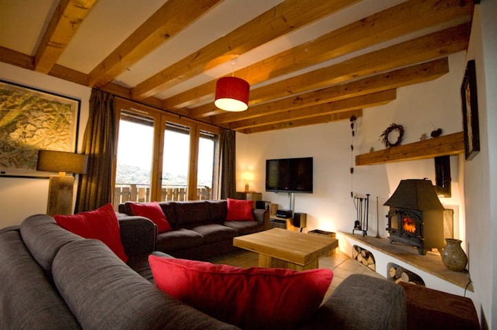 Ski chalet with hot tub, garden and great views - Saint-Gervais-les-Bains - Hus