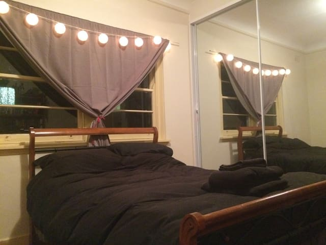 Large private room close to the station - Ashfield - Apartamento