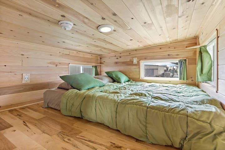 Main sleeping loft queen size mattress