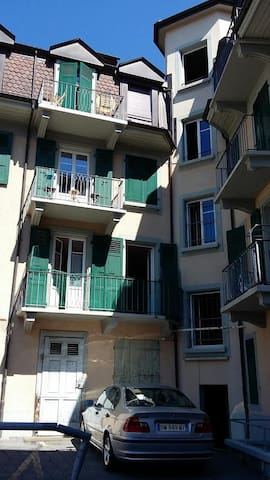 Jolie chambre originale avec balcon