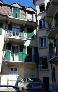 Jolie chambre originale avec balcon - โลซาน - อพาร์ทเมนท์