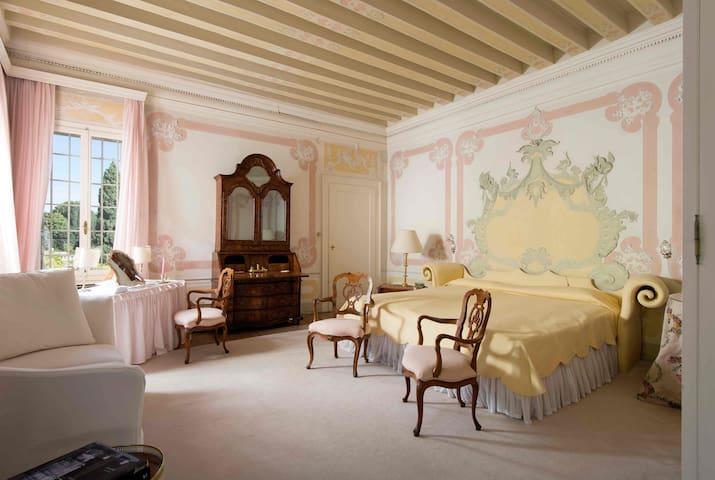 PINK ROOM at Villa il Galero 1691