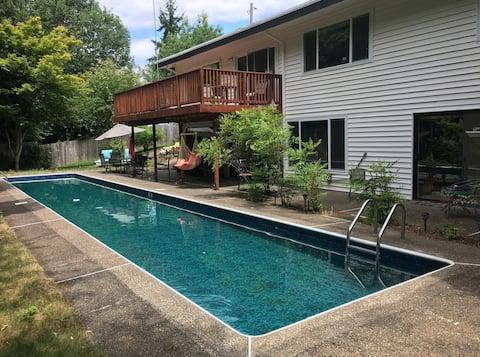 Poolside Apartment on Cozine Creek