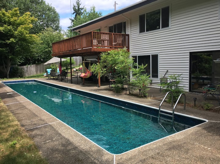 Poolside Apartment on Cozine Creek