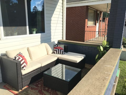 Spacious 1bedroom w/ parking.5mi from Downtown PGH