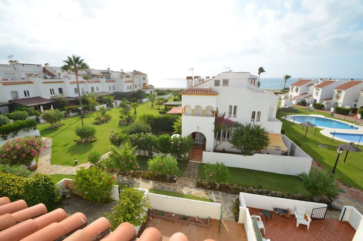 Sea front fully equiped 8 pers house near Estepona