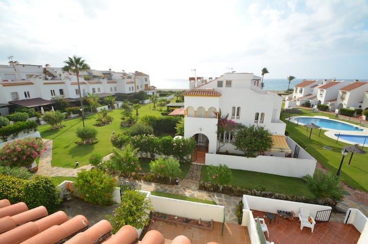 Maison andalouse 4 chambres en front de mer.
