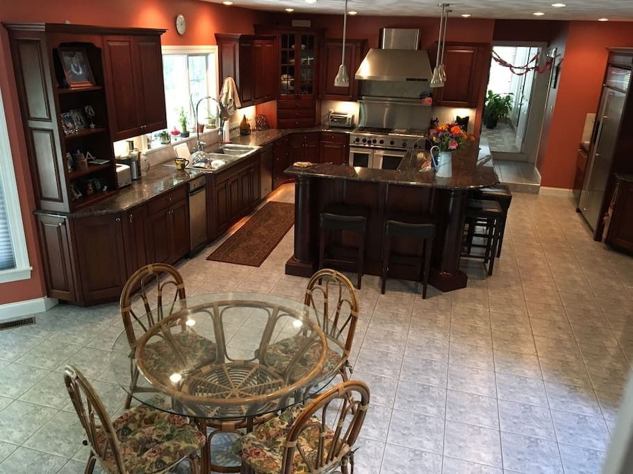 Kitchen with Eat-in and breakfast bar for all to use