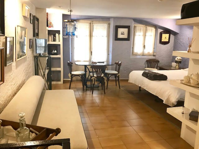 Charming apartment in the old quarter of Girona.