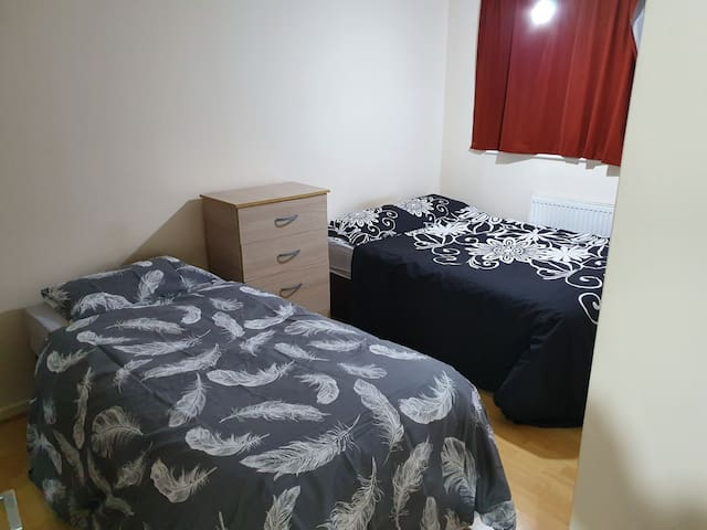 King size Room nearby Central London/ Tourist Spot