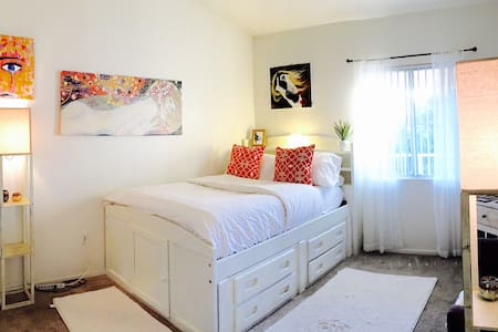 Cozy Private Bedroom & Bathroom - Las Vegas - Apartment