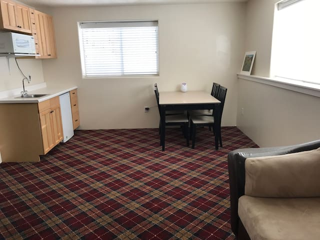 Cozy Attached Apartment Close to Freeway/Downtown - Boise - Casa