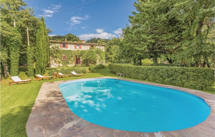 Awesome home in Pieve S. Stefano AR with WiFi, Outdoor swimming pool and 7 Bedrooms