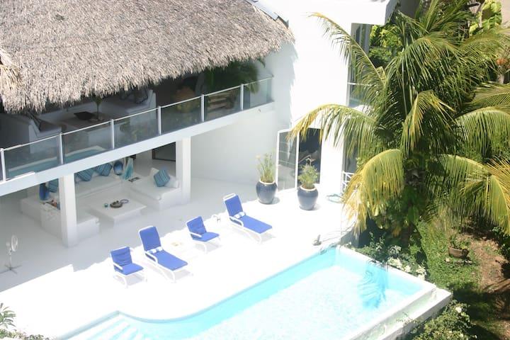 Villa Maxamar•Oceanfront 4 BR•Centrally Located
