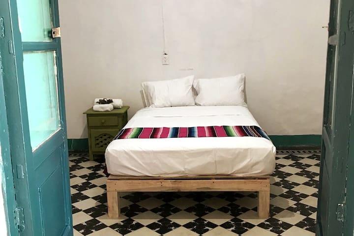 Habitación, cómoda, ideal para compartir un fin de semana. o llegar a descansar después de salir a un bar del centro de la ciudad.