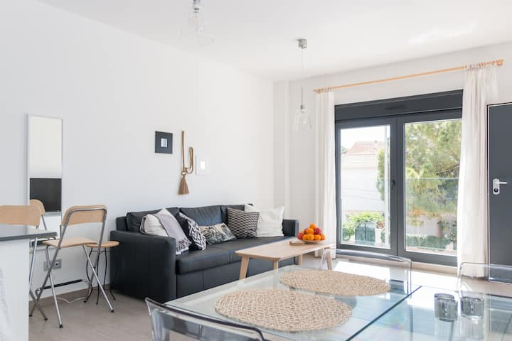 Penthouse, 2-6 people, 150 m to the beach
