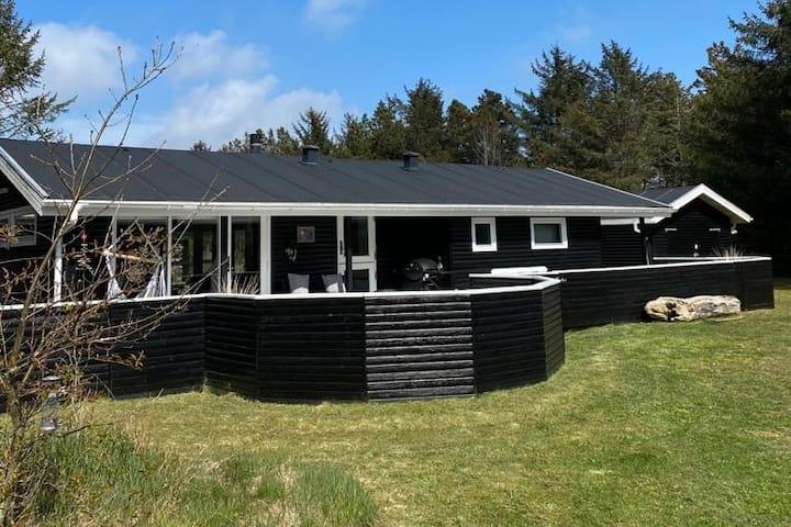 Moderne og hyggeligt sommerhus nær Saltum Strand