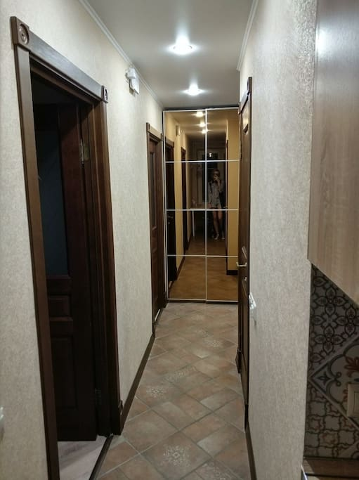 Corridor, cupboard with mirror doors