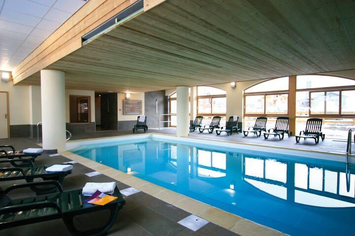 Appartement chaleureux pour 6 près des pistes ! Piscine + Sauna