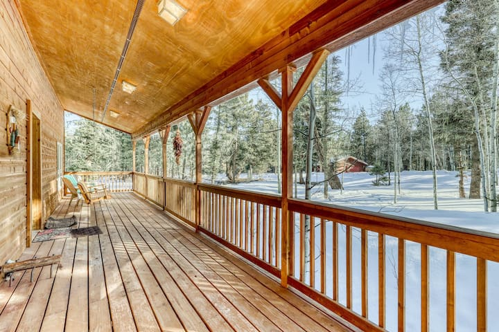 Premium Cleaned | Charming getaway with covered porch, gas grill, WiFi, wood burning fireplace!