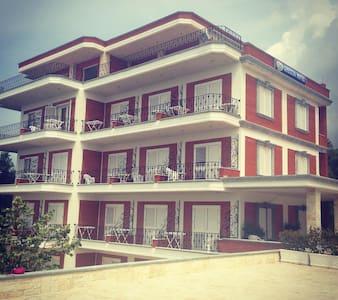 Greccia Hotel Dhermi - Dhërmi - Rumah Tamu