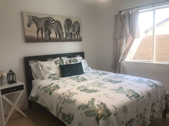 Casa de Sarah Safari Room; Super comfy queen bed
