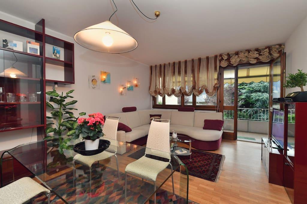 """""""Tutto è stato perfetto. L' appartamento spazioso e curato l' ideale per una famiglia. Dotato di tutti i confort e molto pulito"""" - Laura"""