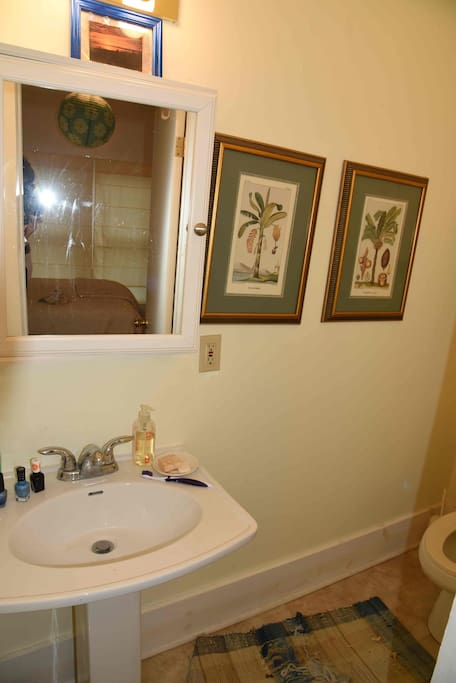 1/2 bath with front bedroom