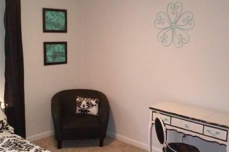 Private bedroom near NASA & Galveston destinations - League City - Maison