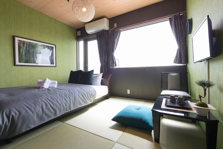Japanese style Inn!  Double-bed room TV+Wi-Fi