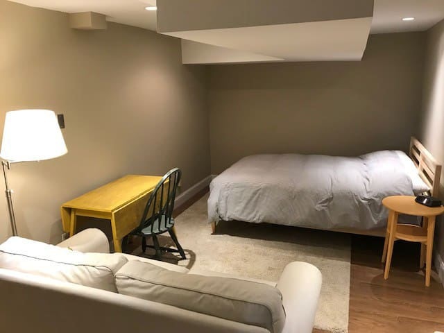 Clean Room with Queen Size Bed- Safe, quiet area