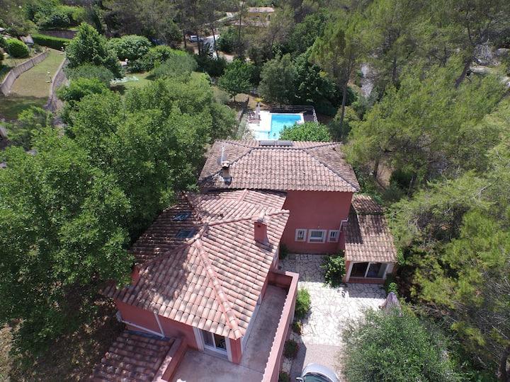 Villa au calme avec piscine - 9 pers.