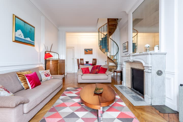 Beautiful duplex. Exceptional view on Eiffel Tower