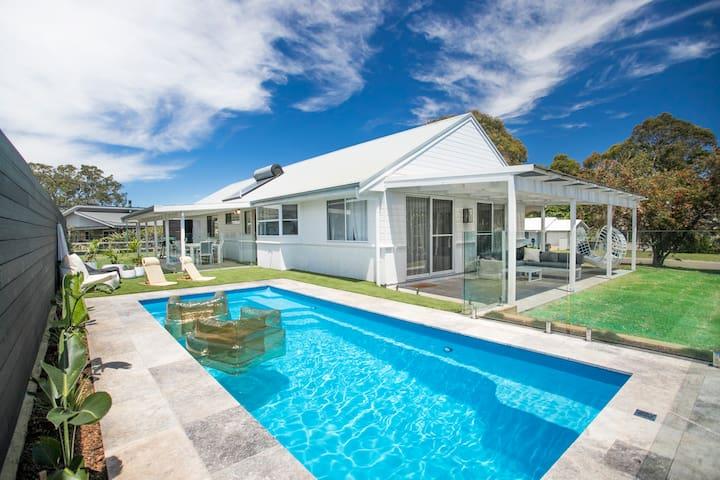 Pool! 300m -beach. Linen. King beds. Chefs kitchen