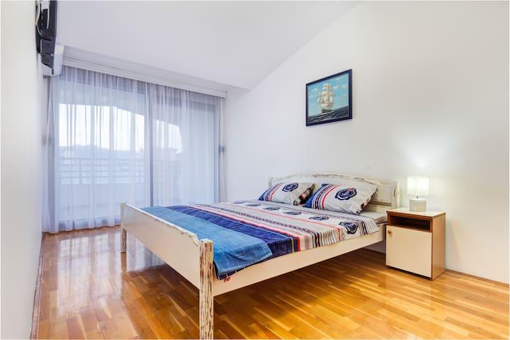 Bright, Blue Room with Balcony near Delta City